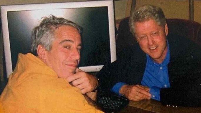 Ông Bill Clinton lần nữa rũ bỏ quan hệ với tỉ phú ấu dâm  - Ảnh 1.