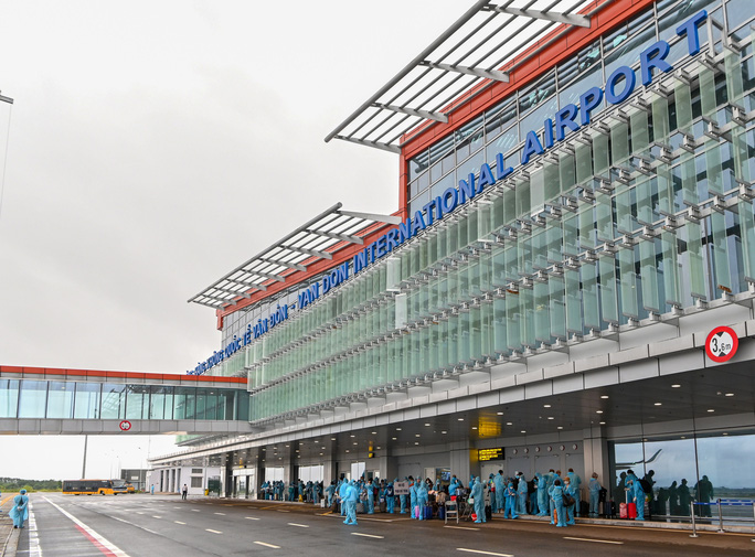 Hình ảnh Đoàn Văn Hậu về nước trên chuyến bay từ Pháp - Ảnh 7.