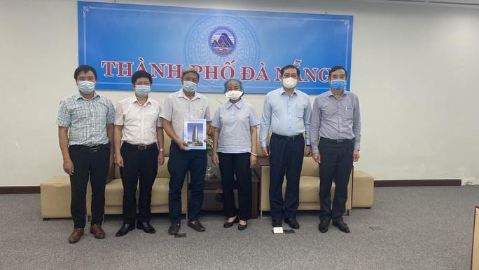 Thứ trưởng Bộ Y tế Nguyễn Trường Sơn rời Đà Nẵng sau 3 tuần thường trực ở tâm dịch - Ảnh 2.