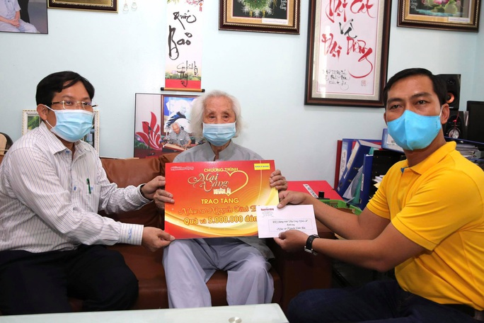 Mai Vàng nhân ái thăm nhạc sư Nguyễn Vĩnh Bảo, nghe Dạ cổ hoài lang - Ảnh 1.
