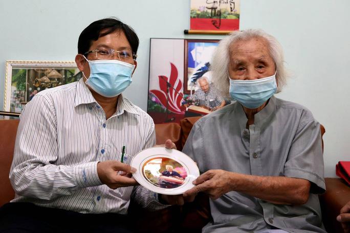 Mai Vàng nhân ái thăm nhạc sư Nguyễn Vĩnh Bảo, nghe Dạ cổ hoài lang - Ảnh 4.