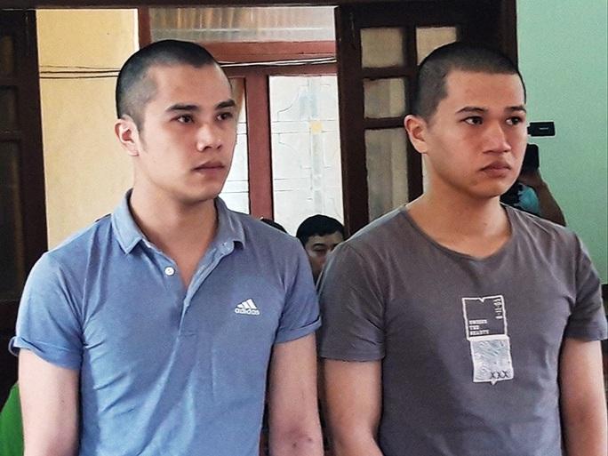 Quảng Bình: Tàng trữ 97 viên hồng phiến, 2 thanh niên chia nhau hơn 11 năm tù - Ảnh 1.