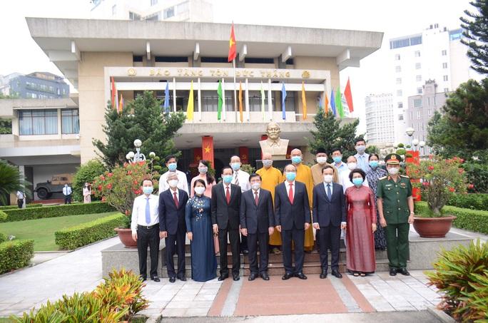 Lãnh đạo TP HCM dâng hương tưởng niệm Chủ tịch Tôn Đức Thắng - Ảnh 3.