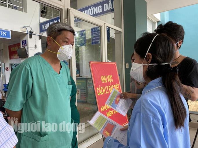 Thứ trưởng Bộ Y tế Nguyễn Trường Sơn rời Đà Nẵng sau 3 tuần thường trực ở tâm dịch - Ảnh 1.