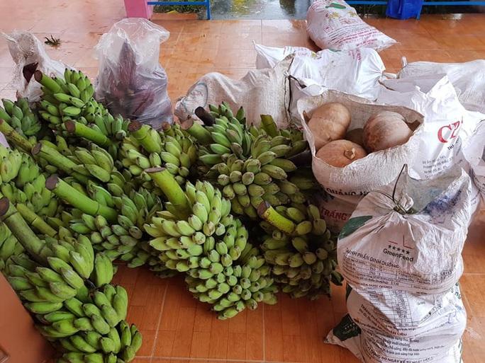 Rụng tim với những thức quà bà con huyện nghèo gửi xuống Đà Nẵng - Ảnh 19.
