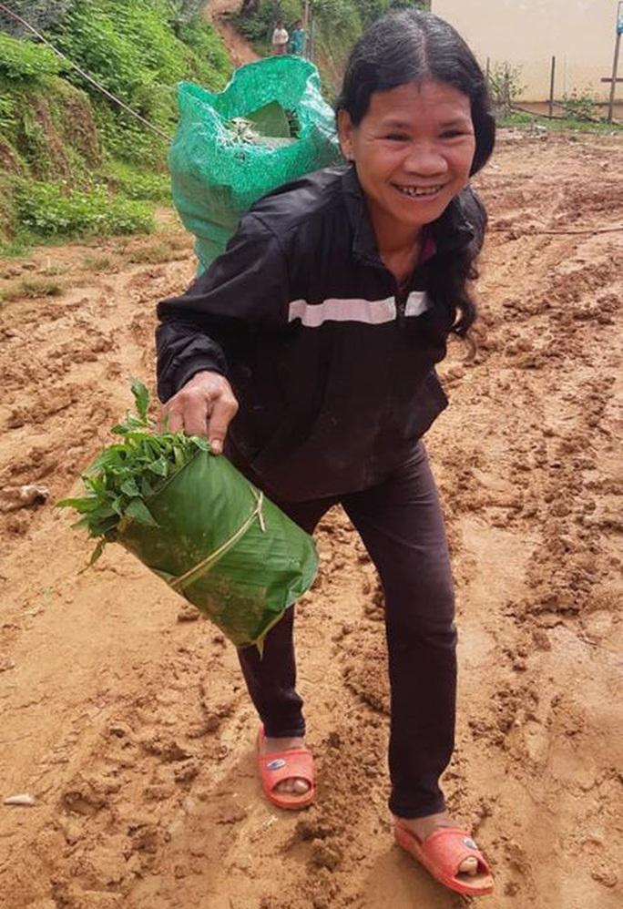 Rụng tim với những thức quà bà con huyện nghèo gửi xuống Đà Nẵng - Ảnh 1.