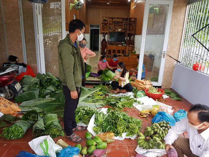 Rụng tim với những thức quà bà con huyện nghèo gửi xuống Đà Nẵng - Ảnh 17.