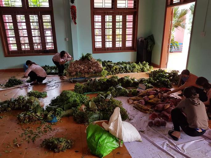 Rụng tim với những thức quà bà con huyện nghèo gửi xuống Đà Nẵng - Ảnh 13.