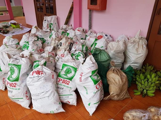 Rụng tim với những thức quà bà con huyện nghèo gửi xuống Đà Nẵng - Ảnh 9.