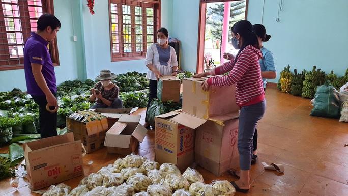 Rụng tim với những thức quà bà con huyện nghèo gửi xuống Đà Nẵng - Ảnh 3.