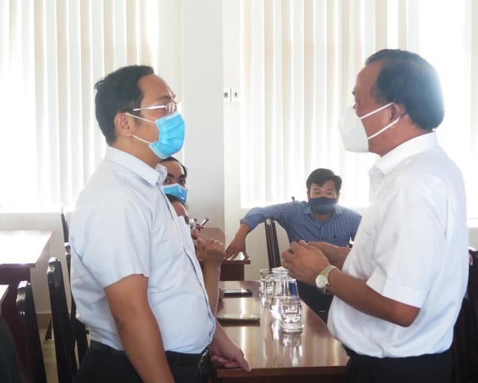 Đoàn chuyên gia TP HCM rời Quảng Nam sau 20 ngày chống Covid-19 - Ảnh 1.