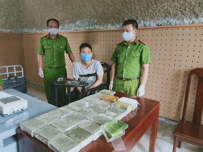 Phá 2 chuyên án khủng, thu giữ 53 bánh heroin và 25 kg ma túy các loại - Ảnh 1.