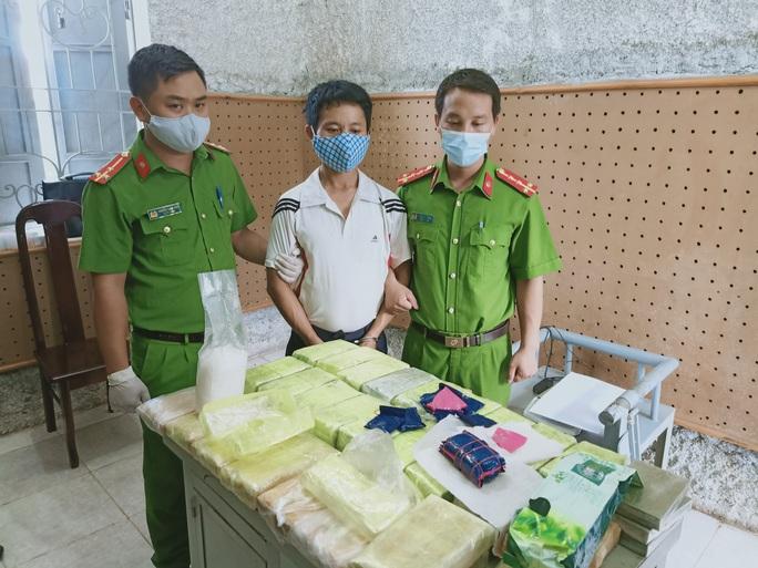 Phá 2 chuyên án khủng, thu giữ 53 bánh heroin và 25 kg ma túy các loại - Ảnh 2.
