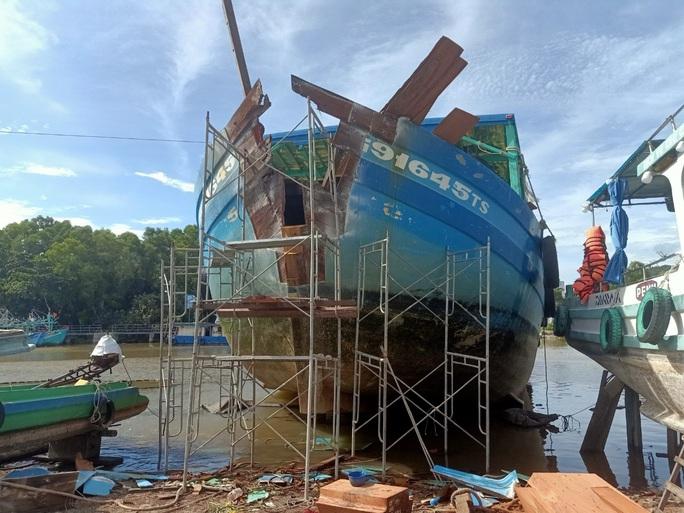 Tìm được thủ phạm đâm nghiêng trụ điện vượt biển đang lẩn trốn ở Phú Quốc - Ảnh 2.