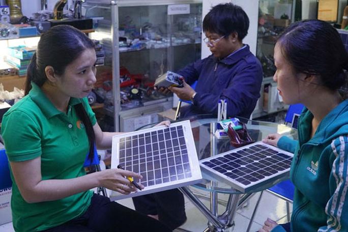 Lắp điện mặt trời mái nhà ngày càng rẻ - Ảnh 1.