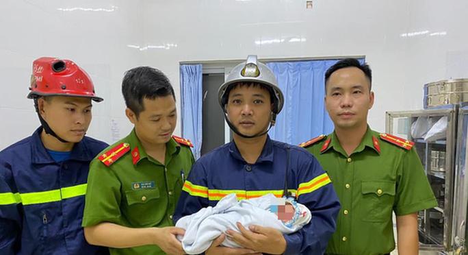 Nữ sinh 20 tuổi ném con vừa sinh từ tầng 3 khu nhà trọ - Ảnh 1.