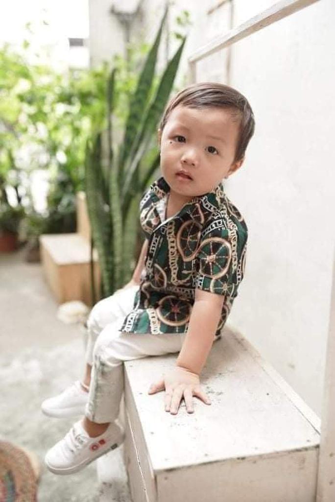 Bé trai hơn 2 tuổi mất tích bí ẩn ở công viên - Ảnh 1.