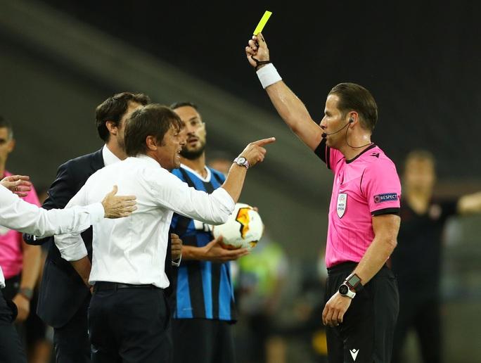 Bị chế giễu đội tóc giả, HLV Conte đòi ăn thua với tiền vệ Sevilla - Ảnh 5.