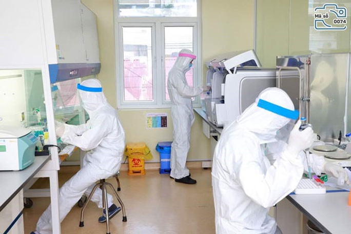 Hỗ trợ tài chính cho nhân viên y tế bị nhiễm Covid-19 - Ảnh 1.