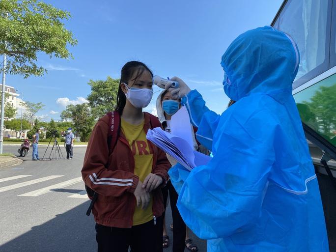 Tỉnh Quảng Ngãi đưa hơn 700 công dân rời Đà Nẵng trong dịch Covid-19 - Ảnh 2.