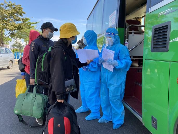 Tỉnh Quảng Ngãi đưa hơn 700 công dân rời Đà Nẵng trong dịch Covid-19 - Ảnh 3.