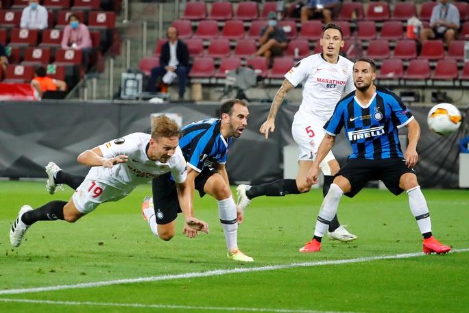 Người hùng Lukaku hóa tội đồ, Inter Milan dâng cúp cho Sevilla - Ảnh 4.
