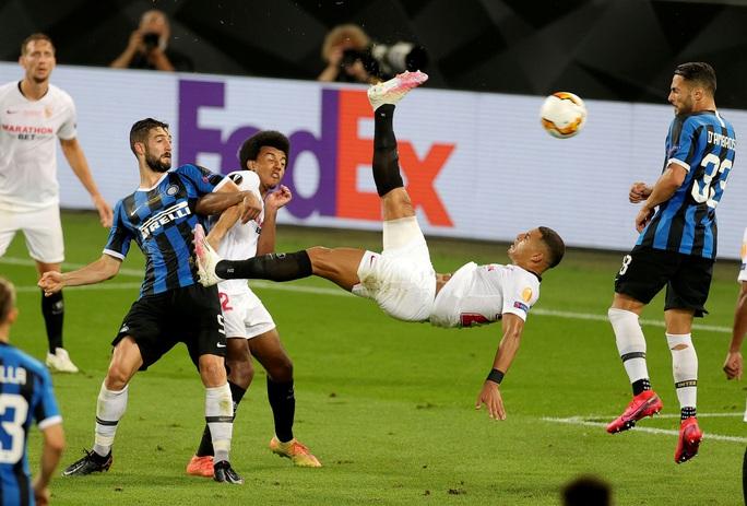 Người hùng Lukaku hóa tội đồ, Inter Milan dâng cúp cho Sevilla - Ảnh 7.