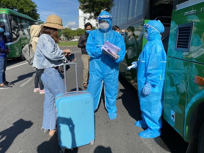 Tỉnh Quảng Ngãi đưa hơn 700 công dân rời Đà Nẵng trong dịch Covid-19 - Ảnh 4.