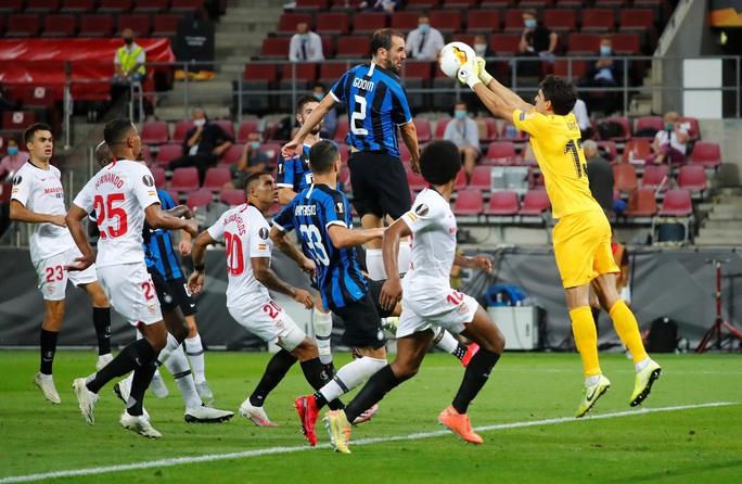 Người hùng Lukaku hóa tội đồ, Inter Milan dâng cúp cho Sevilla - Ảnh 6.