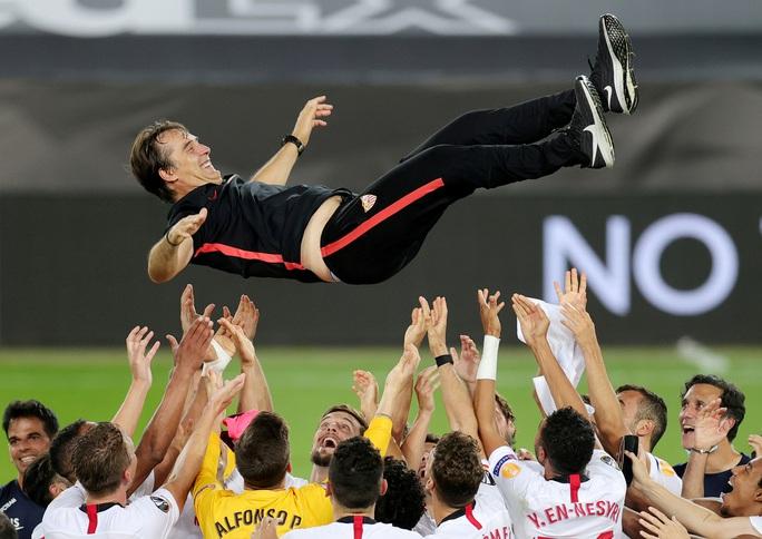 Người hùng Lukaku hóa tội đồ, Inter Milan dâng cúp cho Sevilla - Ảnh 12.