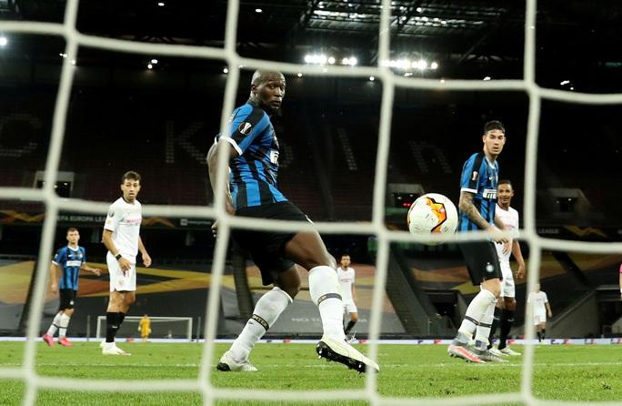 Người hùng Lukaku hóa tội đồ, Inter Milan dâng cúp cho Sevilla - Ảnh 8.