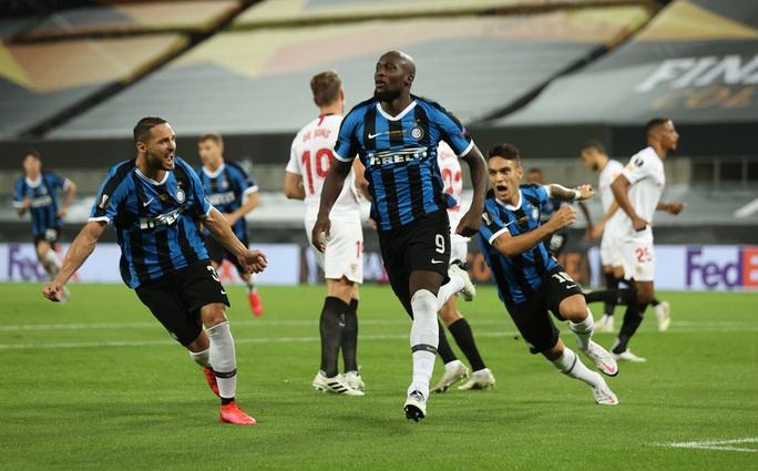 Người hùng Lukaku hóa tội đồ, Inter Milan dâng cúp cho Sevilla - Ảnh 3.