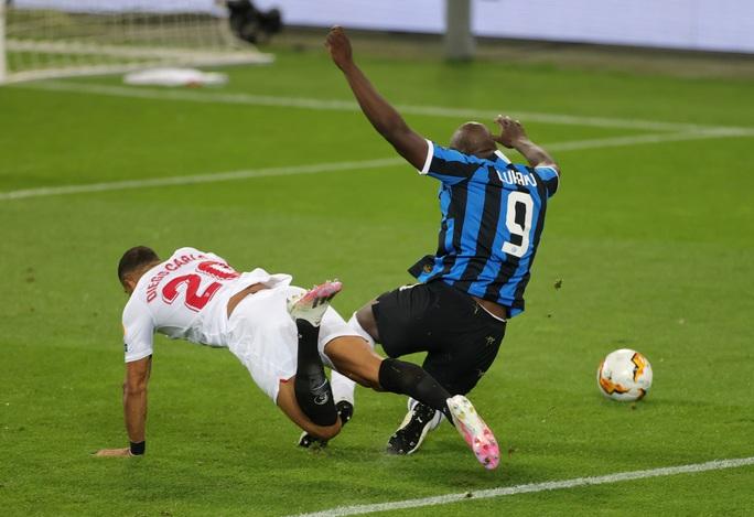 Người hùng Lukaku hóa tội đồ, Inter Milan dâng cúp cho Sevilla - Ảnh 2.
