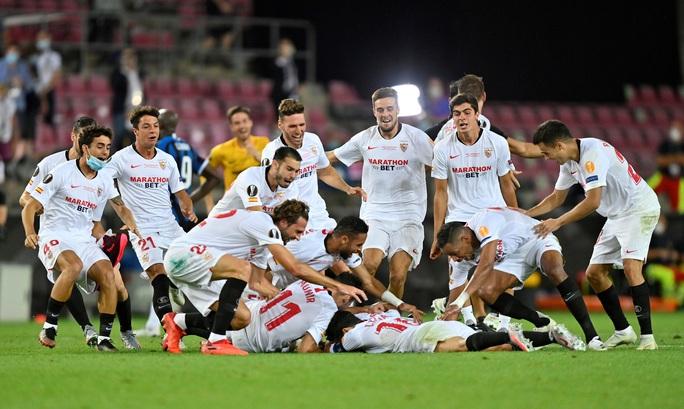 Người hùng Lukaku hóa tội đồ, Inter Milan dâng cúp cho Sevilla - Ảnh 9.