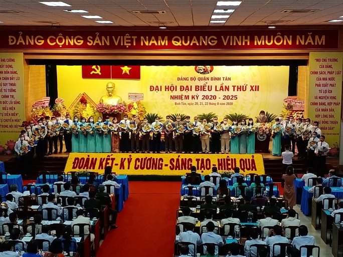 Ông Lê Văn Thinh tái đắc cử Bí thư Quận ủy Bình Tân - Ảnh 1.