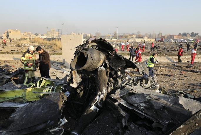 Vụ Iran bắn nhầm máy bay Ukraine: Nhiều hành khách sống sót sau tên lửa đầu tiên - Ảnh 2.