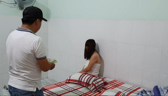 Phát hiện đường dây đưa các cô gái đến Đắk Lắk bán dâm - Ảnh 3.