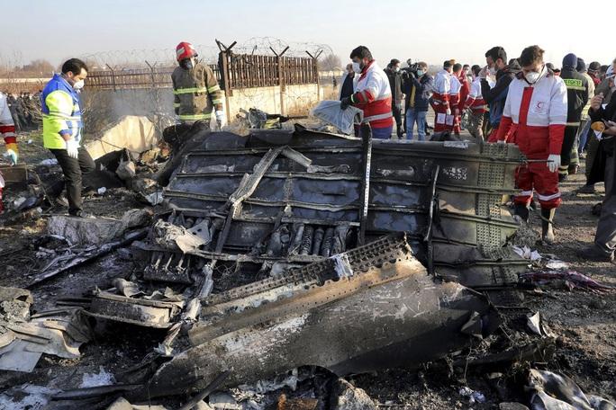 Vụ Iran bắn nhầm máy bay Ukraine: Nhiều hành khách sống sót sau tên lửa đầu tiên - Ảnh 1.