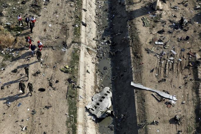 Vụ Iran bắn nhầm máy bay Ukraine: Nhiều hành khách sống sót sau tên lửa đầu tiên - Ảnh 3.