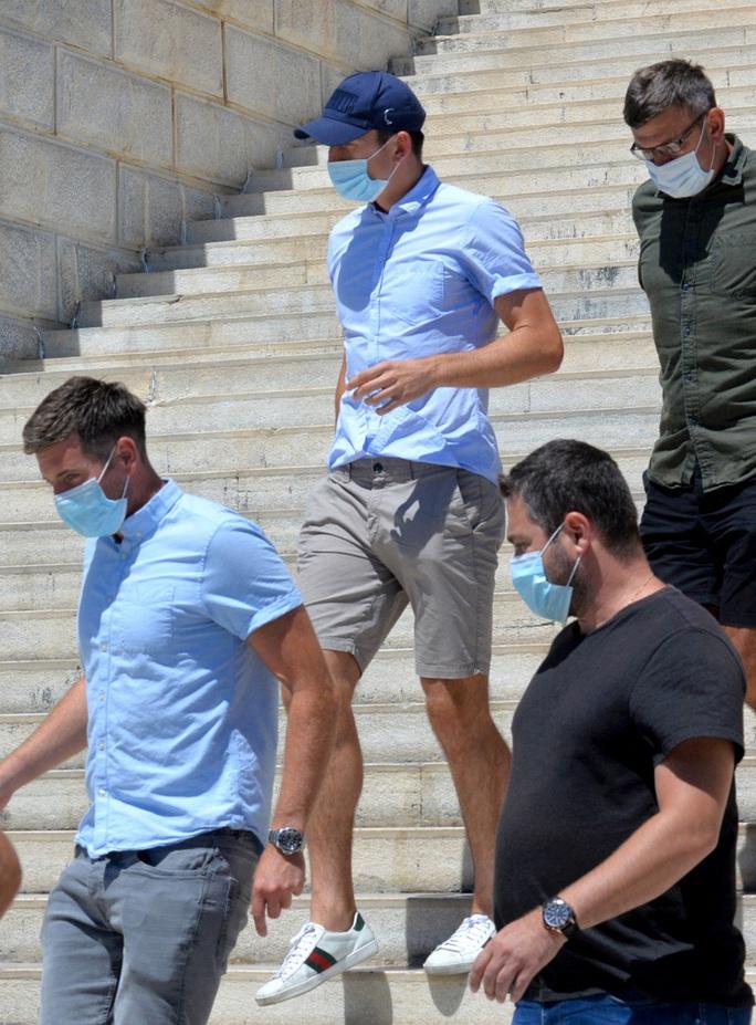 Trả nửa tuần lương, Maguire mong thoát án tù 3 năm ở Hy Lạp - Ảnh 5.