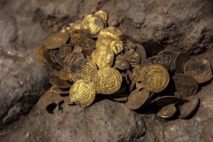 Israel: Phát hiện kho báu tiền vàng niên đại hơn 1.000 năm - Ảnh 1.
