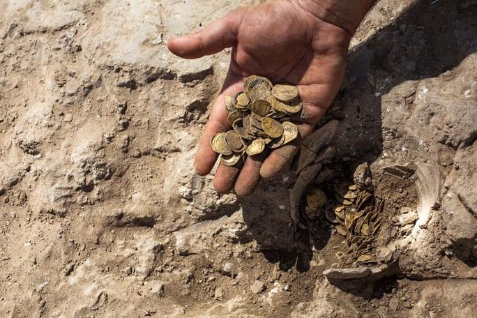 Israel: Phát hiện kho báu tiền vàng niên đại hơn 1.000 năm - Ảnh 2.