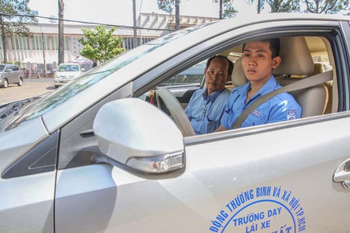 Bộ Công an nên rút lại đề xuất giảm thời hạn bằng lái ôtô - Ảnh 1.