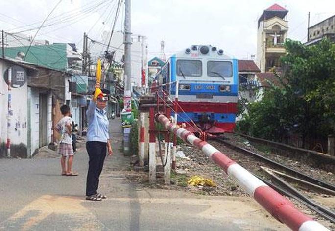TP HCM: Sẽ xử nghiêm các vi phạm liên quan đường sắt - Ảnh 1.