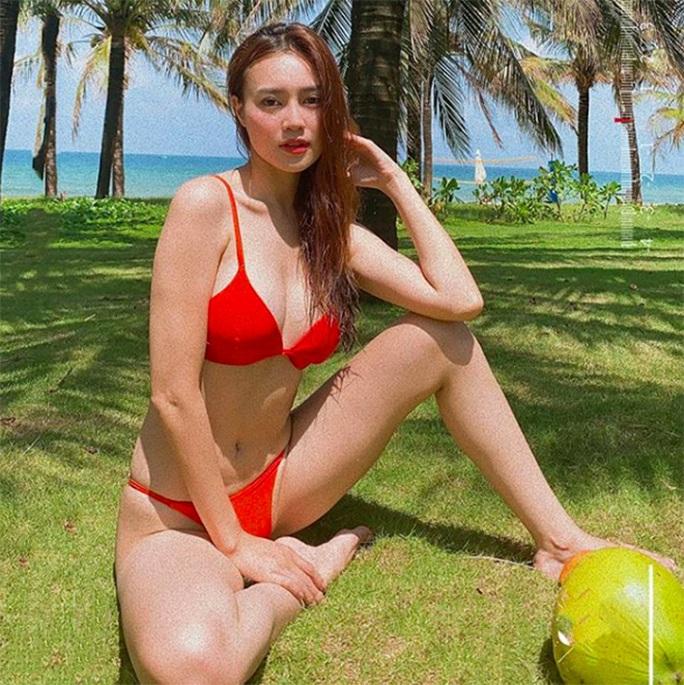 Ninh Dương Lan Ngọc khoe dáng với bikini - Ảnh 1.