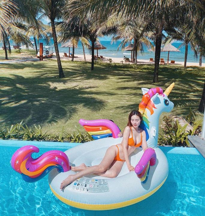 Ninh Dương Lan Ngọc khoe dáng với bikini - Ảnh 4.