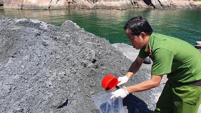 Đổ trộm chất thải xuống biển Đà Nẵng, doanh nghiệp bị phạt 752 triệu đồng  - Ảnh 2.