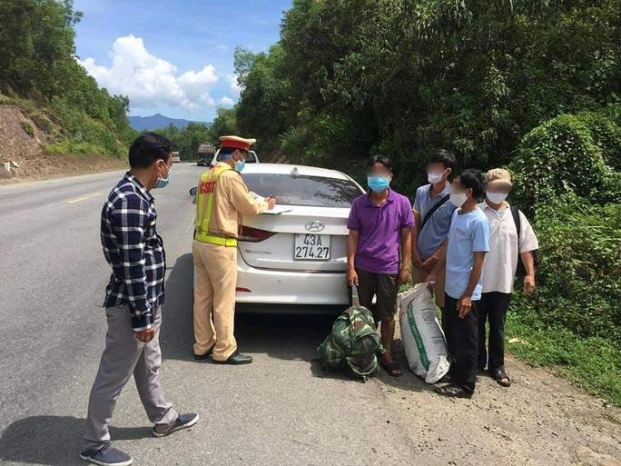 Phát hiện ô tô chở người trái phép từ Đà Nẵng đi Quảng Bình, Ninh Bình - Ảnh 2.