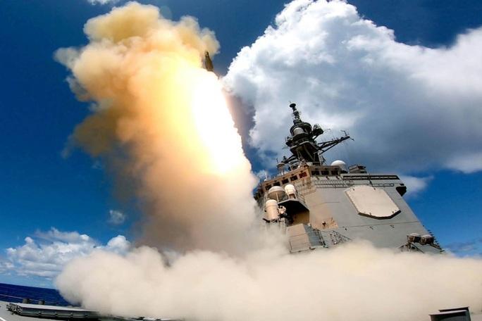 Trung Quốc phóng sát thủ tàu sân bay ra biển Đông, hải quân Mỹ bình thản - Ảnh 1.