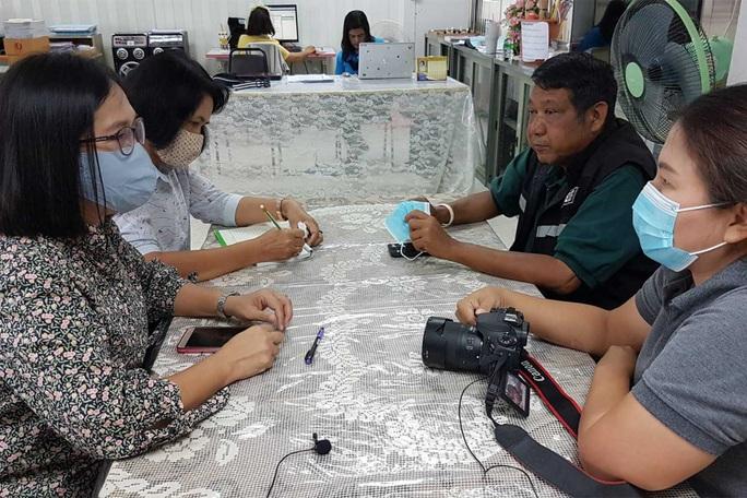 Thái Lan: Trụ trì chùa bị phát tán clip nóng với hai người đàn ông - Ảnh 1.